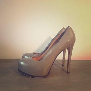 Pour La Victoire Irina patent leather pump